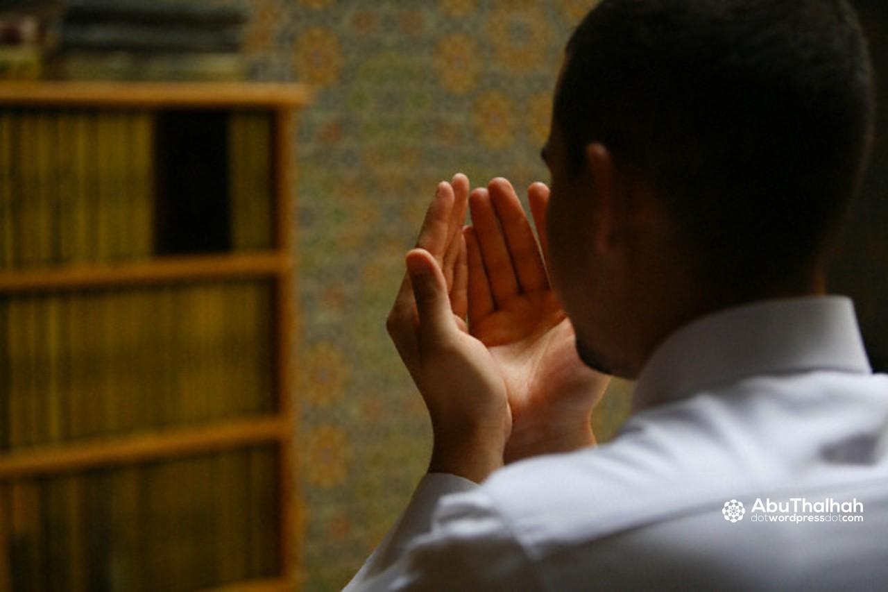 Kapan Berdoa Dengan Mengangkat Tangan